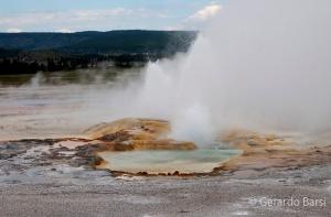 us_yel_no_Midway geyser basin2