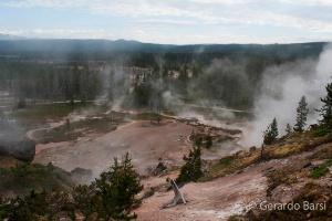 us_yel_no_Monument geyser basin1